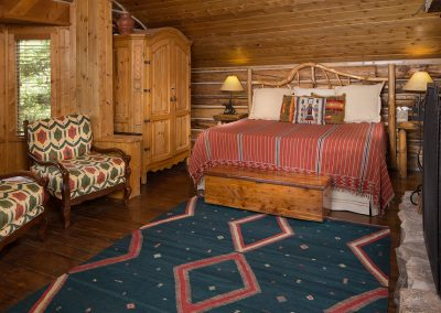 cabin-onthelake-bedroom