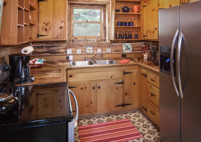 cabin-onthelake-kitchen