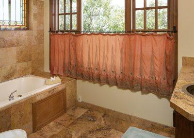 lakeview-suite-bath
