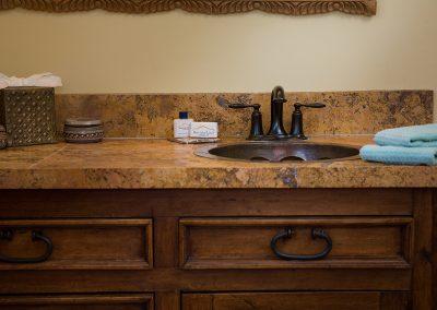 lakeview-suite-bath-sink