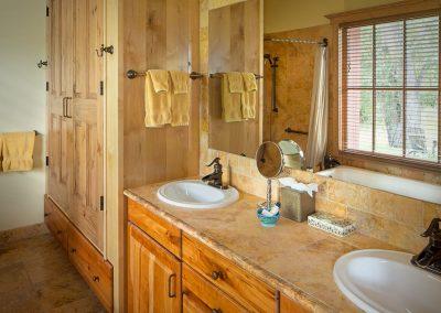 riverhouse-master-bath