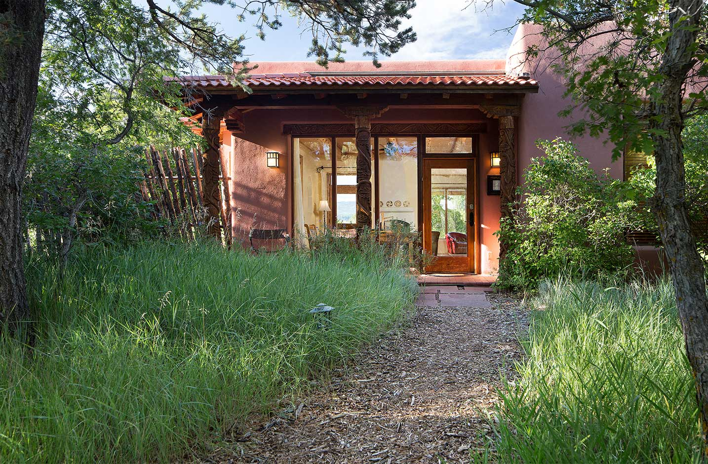 Cedar Casita exterior and entryway with a mulch path